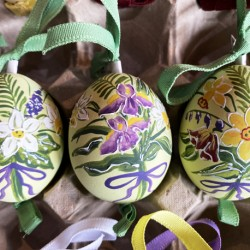 Eggshell Ornament Spring Flowers