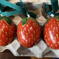Eggshell Ornament Strawberry